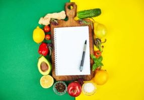 shopping-list-recipe-book-diet-plan-diet-or-vegan-XJ4YA9V (1)